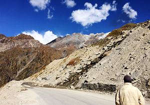 北インド スピティ谷 バイク チベット 崖崩れ
