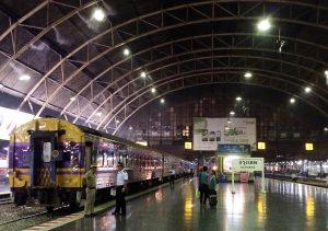 ラオスバイク旅 タイ 列車