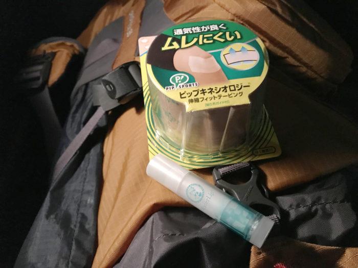 登山でシンスプリントを防止するためにテーピング処置