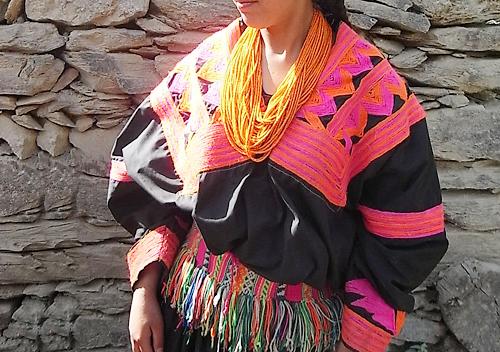 カラーシャの民族衣装