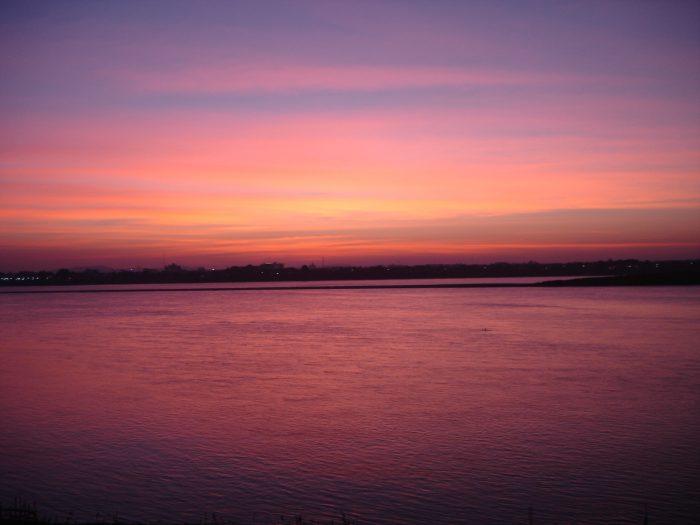 laos mekon river savanakhet