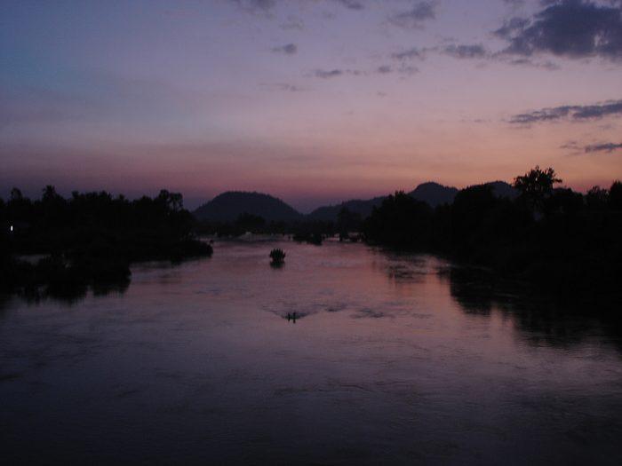 デット島 夕焼け ラオス メコン川