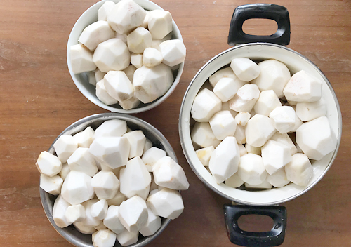 貯蔵した里芋を掘り起こす/料理レシピ保存方法