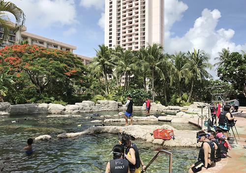 グアム家族旅行でPICに宿泊_ホテル内アクティビティ_泳げる水族館