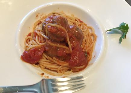 チャモロ料理のレストランPROA(プロア)を予約して昼食。スイーツも美味しい