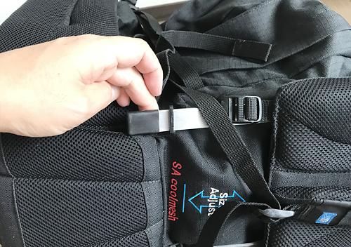 カリマーのバックパックを取り外し_内側がボロボロ_加水分解を除去する方法