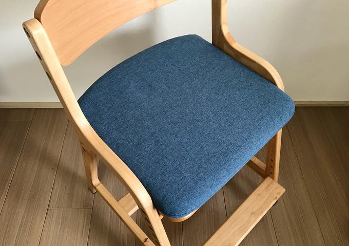 組立_高さ調整な子供用の椅子(天然木無垢材ストッケ風)クッション付き