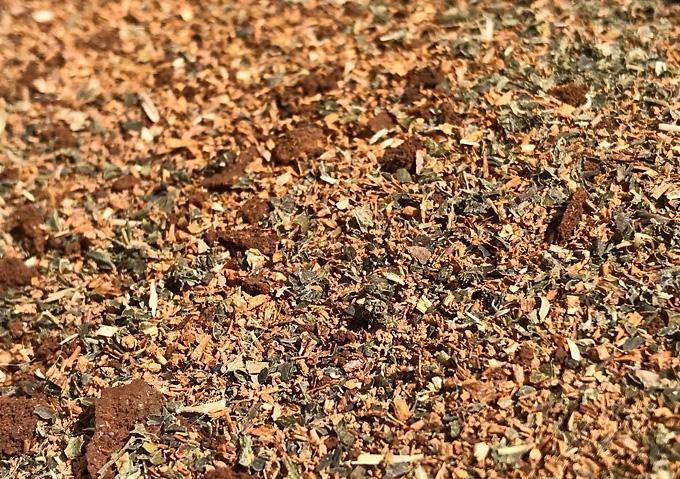 お茶殻、コーヒー粕を堆肥化して畑の土に
