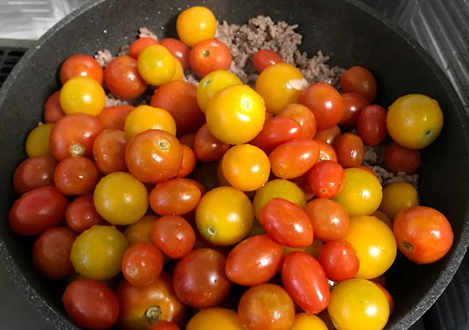 【ミニトマトの大量消費レシピ】ひき肉と合わせてミートソース