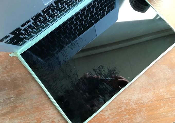 【Macbook/修理】(液晶研磨)保証期間外なのでコーティング剥がれを自分で直す