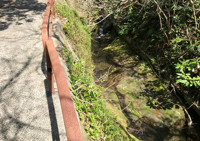 【鋸山/ルート】海辺から小川沿いの小道