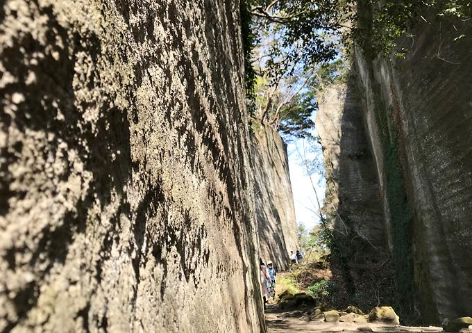 鋸山/採石場跡のなごり壁(岩肌)はラピュタ風景に似ている?