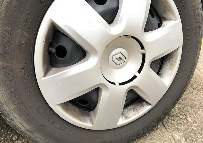 【カングー/掃除】ブレーキダスト(ホイルキャップ外し方)鉄チン用センターキャップ